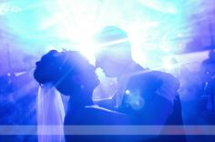 the first dance is a so important moment.  Quenalove wedding photography