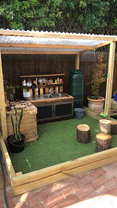 Zachary's Mud kitchen - Modern Design Outdoor Play Kitchen, Mud Kitchen For Kids, Outdoor Play Spaces, Kids Outdoor Play, Outdoor Learning, Backyard For Kids, Backyard Patio, Outdoor Fun, Outdoor Decor