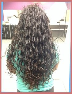 The Most Brilliant As well as Lovely loose spiral perms for long hair Pertaining to Haircut Loose Spiral Perm, Loose Perm, Spiral Perms, Medium Permed Hairstyles, Easy Hairstyles, Long Layered Hair, Beauty Hacks, Beauty Tips, Textured Hair