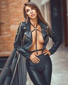 Fast Fashion, Girl Fashion, Womens Fashion, Fashion Design, Leather Dresses, Leather Pants, Latina Girls, Beautiful Girl Image, Leather Fashion