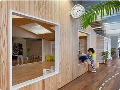 일본 가나가와현에 위치한 유치원인테리어라고 해요~  일반적인 유치원인테리어를 벗어난 새로운 느낌의 인테리어네요.