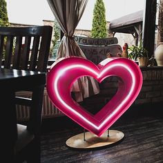 How sweat!  Our neon heart on its first wedding  Neonowe serce i jego premiera na przyjęciu ślubnym  #lamps #lights  #eastlightscom_ #bulblights #cinemalightbox  #urodziny #wesele  #dekoracje #slub #design  #madeinpoland #handmade #uniquelamps #neonlights #neon