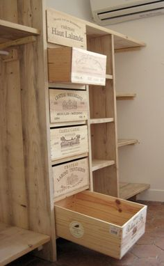 3 ° : Etagères dressing en bois de pin. - Bois, paille et autres productions Pallet Furniture, Furniture Design, Wine Boxes, Wine Crates, Wooden Crates, Palettes, Man Closet, Wardrobe Storage, Storage Room