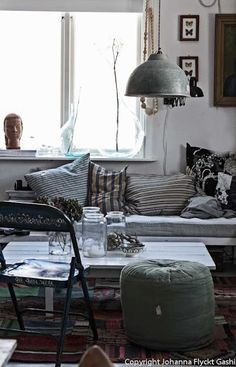 Eclectic vintage living space via Indulgy. #homedecor