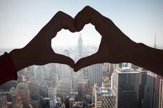 Siamo a febbraio, mese dedicato all'amore, in cui il 14 febbraio si festeggia San Valentino, per antonomasia la festa degli innamorati. Leggi l'articolo completo su www.ilmatrimonioinpuglia.it I Love Ny, City That Never Sleeps, Romantic Getaway, Empire State Building, The Rock, Places To See, New York City, The Good Place, Romance
