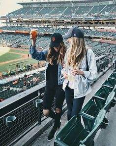 The Basics of Photography Bff Pictures, Cute Photos, Photo Instagram, Insta Photo, Disney Instagram, Shooting Photo Amis, Baseball Game Outfits, Baseball Games, Baseball Game Fashion