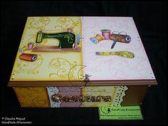 """Caixa de costura """"Vintage Sewing Box"""". Em tons de rosa, claro e rosa velho, amarelo torrado e castanho."""