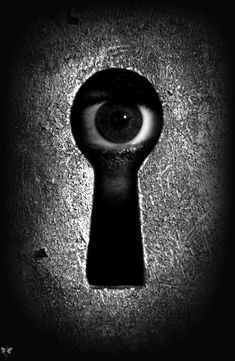 Creepy Eye perfect for Halloween or Voyer Dark Images, Black N White Images, Black And White, Horror Photography, Dark Photography, Macabre Photography, Photography Ideas, Sylvie Germain, Creepy