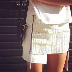 Amazing white skirt with zip detail