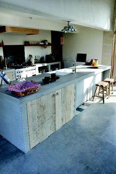 Interieur-beton,wijnnissen en betonnen tuinmeubilair Ambuton Wevelgem. - Keuken