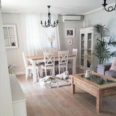 Después: un salón blanquito y luminoso, Diy Abschnitt, Classy Living Room, Living Room Decor, Diy Furniture Trim, Asian Paint Design, Interior Decorating, Interior Design, Dining Room Design, Beautiful Interiors, Vintage Decor