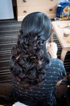 Beautiful bridal hairstyles for long curly hair. Looking so pretty and stunning!