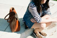 denim-vest-leopard-slip-ons-stripes-tee como usar colete jeans must have 1 3