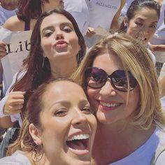 Com a aniversariante mais parceira do mundo @sylvia_bandeira e a minha boneca linda que me dá aula de malícia @gilancellotti !! 😜🌹😘 #SolNascente #melhorcoxia #bastidores #melhorelenco #niverSylvia #parabéns #amomuito