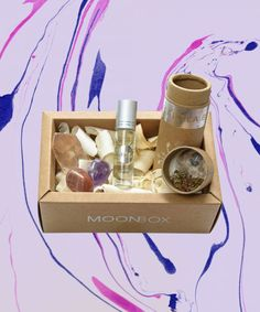 18 Spiritual Subscription Boxes To Gift Your Crystal-Crazed Friend – Soy Candles İdeas Crystal Box, Crystal Gifts, Candle Packaging, Packaging Ideas, Meditation Gifts, Polymer Clay Animals, Polymer Clay Miniatures, Subscription Boxes, Monthly Subscription