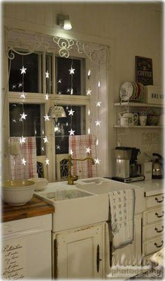 Awesome Shabby Chic Kitchen Designs, Accessories and Decor Ideas Shabby Chic Kitchen with Star Fairy Lights.Shabby Chic Kitchen with Star Fairy Lights. Shabby Chic Design, Shabby Chic Homes, Shabby Chic Decor, Shabby Chic Lighting, Shabby Chic Kitchen Curtains, Shabby Chic Apartment, French Apartment, Shabby Home, Kitchen Valances