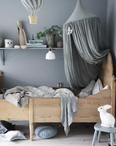 Det h& & den enda vinkeln som jag & n& & p& Olofs rum just nu & Nursery Room, Boy Room, Girls Bedroom, Bedroom Decor, Deco Kids, Kids Room Design, Kids Corner, Little Girl Rooms, Kid Spaces