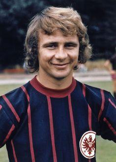 Bernd Hölzenbein Eintracht Frankfurt 1972/73 Kids Soccer, Sports Stars, Trainer, Football Shirts, Shit Happens, People, Germany, Conversation, 1970s