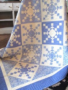 Blue and white snowflake quilt at Holly Hill Quilts
