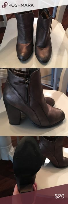 Day trip Booties Cute ankle booties with small zip down outer side! Metallic sheen to them, greyish/brown in color! Daytrip Shoes Ankle Boots & Booties