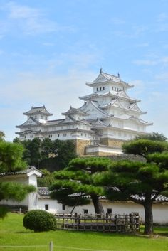 Himeji castle in Japan Places Around The World, Around The Worlds, Beautiful World, Beautiful Places, Himeji Castle, Japanese Castle, Asian Architecture, Amazing Buildings, Visit Japan