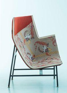 'Lo Sguardo Lateralep' exhibition by Moroso & Rubelli | Yellowtrace. plano estampa flores silla