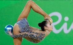 insolite 2016 ballon femme gymnastique jo pied sourcil
