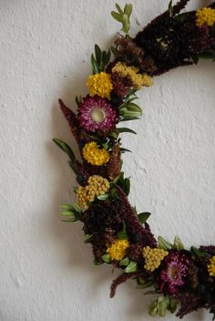 Herbstlicher Kranz aus getrockneten Pflanzen. Floral Wreath, Wreaths, Fall, Home Decor, Buxus, Wrapping, Sheep, Plants, Pictures