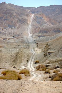 The Long Road Into the Mountains - Negrev Desert, Israel - Photo - Amateur Traveler Travel Podcast