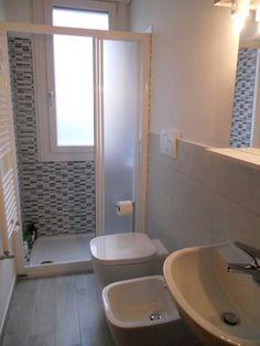 Small Bathroom Layout, Very Small Bathroom, Modern Bathroom, Master Bathroom, Buying A New Home, Bathroom Towels, Bathroom Renovations, New Homes, House Styles