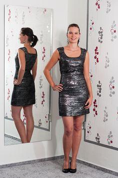 7f9b7c49765e Metalické šaty s filtry kolem pasu. Vel.  36 Cena  550