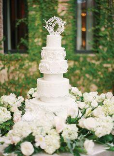 Perfect wedding cake. Dainty, classy, and beautiful!