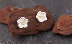 Süße Blumenohrstecker aus Silber für den Frühling / cute silver stud earrings with flowers for spring made by zuckerputzig via DaWanda.com