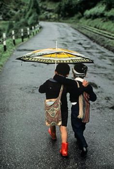 Darjeeling, India / Photography by Steve McCurry / Here you can download Steve's FREE PDF Catalog and order PRINTS /stevemccurry.com/...