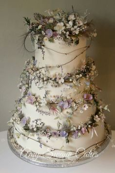 Rustic Wedding Cakes Best Picture For Wedding Cake rustic For Your Taste You are looking for something, and it is going to tell you e Pretty Wedding Cakes, Black Wedding Cakes, Floral Wedding Cakes, Wedding Cake Rustic, Beautiful Wedding Cakes, Wedding Cake Designs, Pretty Cakes, Beautiful Cakes, Floral Cake