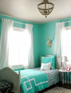 couleurs feng shui, murs en bleu ciel et literie assortie