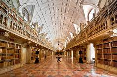 biblioteca do palacio nacional de mafra