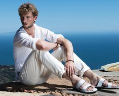 Zackary Peck, grandson of Gregory Peck and son of Cheryl Tiegs, talks style and modeling campaign with Jerusalem Sandals. Leather Fashion, Leather Men, Men's Fashion, Cheryl Tiegs, Gregory Peck, Summer Campaign, Sport, Jerusalem, Old Hollywood