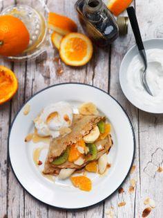 boekweit-geitenmelk flensjes met fruit en yoghurt Luxe ontbijtje