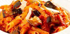 Pasta alle melanzane, un primo piatto delizioso. http://www.cucinaora.it/ricette-primi/pasta-con-le-melanzane/