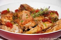 Pan fried chicken cacciatore, tasty recipe-Pollo alla cacciatora cotto in padella,ricetta gustosa Chicken cacciatore is a second course typical of Tuscany but widespread throughout Italy as it is easy to prepare and extremely tasty. Pollo Chicken, Pan Fried Chicken, Meat Recipes, Chicken Recipes, Cooking Recipes, Easy Delicious Recipes, Yummy Food, Tasty Recipe, Gastronomia