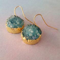 http://www.ikbensieraden.nl/oorbellen-kopen/gouden-oorbellen/gouden-oorbellen-natuurlijke-steen