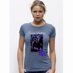 Sehr schönes Woman Rundhals T-Shirt mit der bekannten French Bulldog. Das T-Shirt besteht aus einer taillierte Passform mit Schmalem Kragen in 1x1-Rippstrick mit Nackenband Schmale Doppelnähte an Saum und Ärmeln Gerader Saum. Single Jersey 100% ringgesponnene, gekämmte Bio-Baumwolle 155 g/m Natürlich auch mit dem bekannten Nackenlogo im Rücken. Bitte beachten Sie die Pflegehinweise auf www.ajz-shirts.de.
