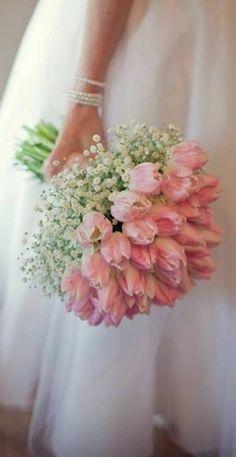 Bouquet fleurie et robe de mariée