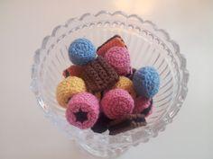 Crocheted Licorice Allsorts - FREE Crochet Pattern / Gratis mönster på virkad engelsk konfekt