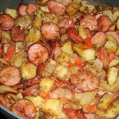Skillet Potatoes & Smoked Sausage Ingredients 2 large russet potatoes, cut into cubes…… 14 oz. smoked sausage, thinly sliced 1 small onion, chopped c. Pork Recipes, Cooking Recipes, Healthy Recipes, Recipies, Easy Recipes, Simply Recipes, Cooking Chef, Delicious Recipes, Cabbage Recipes