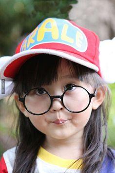5年前萌歪不少人的「真人版阿拉蕾」長大了,看到她現在的照片依然讓不少人都瞪大了眼睛… - boMb01