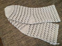 ※ 少し編み図に追記があります。久々の靴下の編み図です。今回は、途中で糸を切らずに、つま先からかかと、履き口まで一気に編めるようにしてみました。かかと部分をなるべく簡単に…と思ったので、市販の靴下のようにしっかりかかとがあるわけではありませ