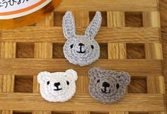crochet rabbit and bear tutorial (in Japanese). Click the links in the article for diagrams Kawaii Crochet, Crochet Bows, Crochet Motif, Crochet Yarn, Crochet Patterns, Little Cotton Rabbits, Crochet Rabbit, Crochet Keychain, Knitted Animals