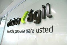 Implantación de nueva imagen en Bankia oficina ágil Bathroom Hooks, Signage, Typography, Ideas, Flooring, Offices, Interiors, Blue Prints, Letterpress